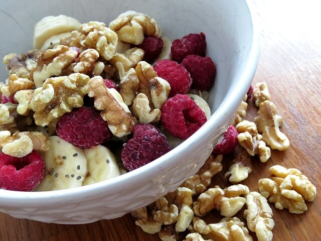 best-healthy-foods-to-eat-for-breakfast-walnuts