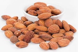 foods-that-aid-sleep-almonds