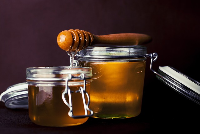 foods-that-aid-sleep-honey