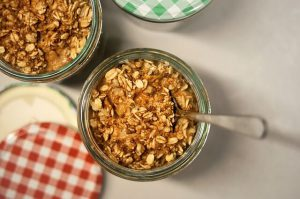 foods-that-aid-sleep-oats