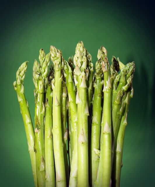 10-foods-that-cause-bad-body-odor-asparagus