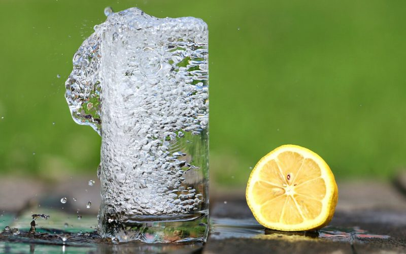drinking-lemon-water-on-empty-stomach-health-benefits-and-side-effects